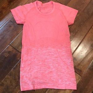 Lululemon swiftly shirt size 4